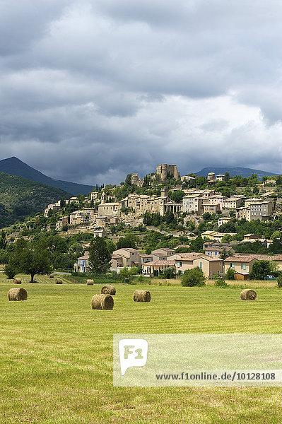 Dorfansicht  Montbrun les Bains  Provence  Region Provence-Alpes-Côte d?Azur  Frankreich  Europa