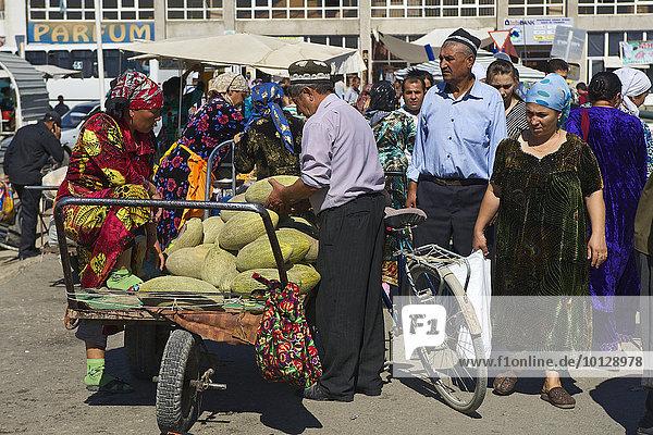 Auf dem Basar  Buchara  Usbekistan  Asien