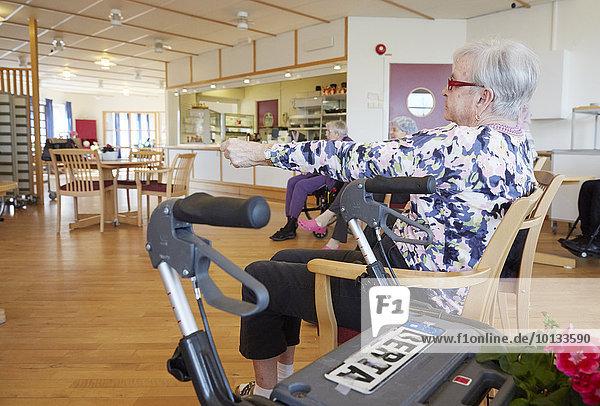 Senior Senioren Mensch Menschen Wohnhaus Fürsorglichkeit