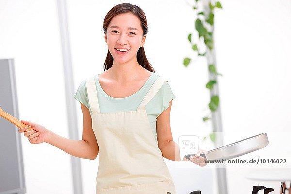 junge Frau junge Frauen kochen Küche