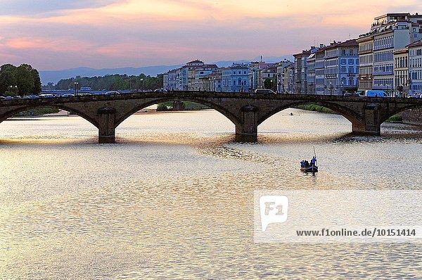 Sonnenuntergang über Fluss Arno Florenz Italien Toskana