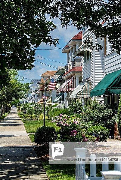 Vereinigte Staaten von Amerika USA Städtisches Motiv Städtische Motive Straßenszene Ansicht Markise Blockhaus New Jersey Holzhäuser
