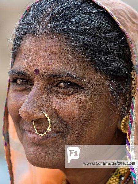 Senior Senioren Portrait Frau Indien Rajasthan