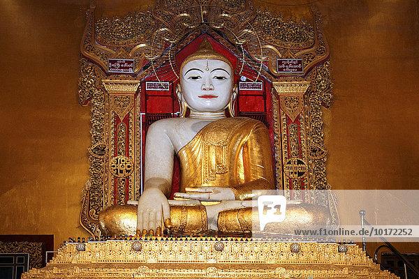 Buddha-Statue in der Kyauktawgyi-Pagode  Taungthaman  Division Mandalay  Myanmar  Asien