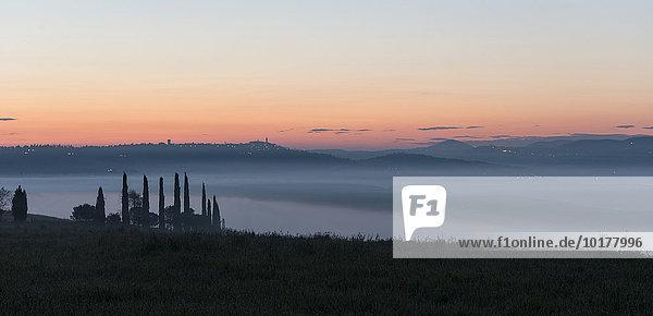 'Die Stadt von Pienza bei Sonnenaufgang  Val d'Orcia  Toskana  Italien  Europa'