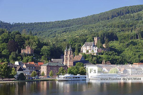 Mildenburg und Pfarrkirche St. Jakobus  Ausflugsschiffe auf dem Main  Miltenberg  Unterfranken  Bayern  Deutschland  Europa