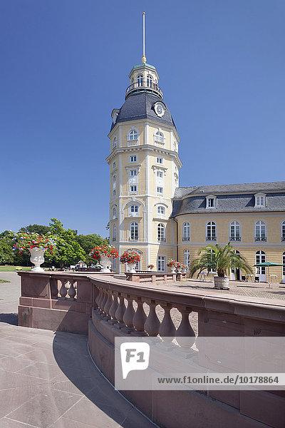 Schloss im Schlossgarten  Karlsruhe  Baden Württemberg  Deutschland  Europa