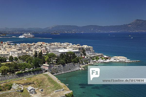 Ausblick von Alte Festung auf Altstadt  Korfu Stadt  Kerkyra  Unesco Weltkulturerbe  Insel Korfu  Ionische Inseln  Griechenland  Europa