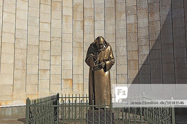 Statue des Pater Pio  Wallfahrtsort San Giovanni Rotondo  Gargano  Apulien  Italien  Europa