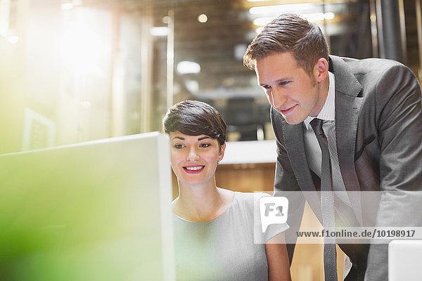 benutzen,Geschäftsfrau,Computer,Geschäftsmann,Büro