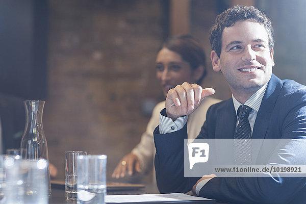 Geschäftsmann,Geschäftsbesprechung,lächeln,Zimmer,Besuch,Treffen,trifft,Konferenz