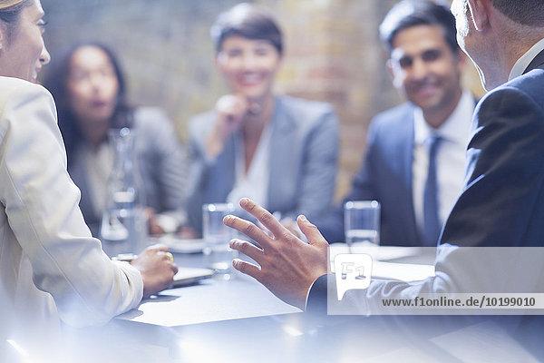 sprechen,Mensch,Geschäftsbesprechung,Menschen,Zimmer,Business,Konferenz