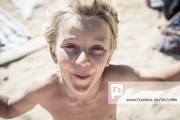 stehend Europäer lächeln Strand Junge - Person