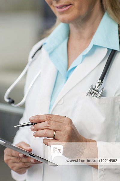 benutzen Europäer Arzt Close-up Tablet PC