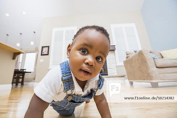 Boden Fußboden Fußböden Zimmer schwarz kriechen robben Wohnzimmer Baby