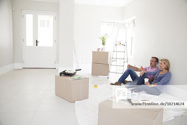 Europäer Entspannung Eigentumswohnung neues Zuhause