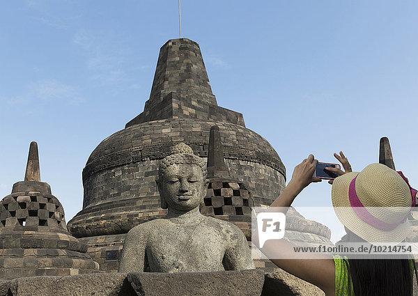 Tourist Statue fotografieren Buddha