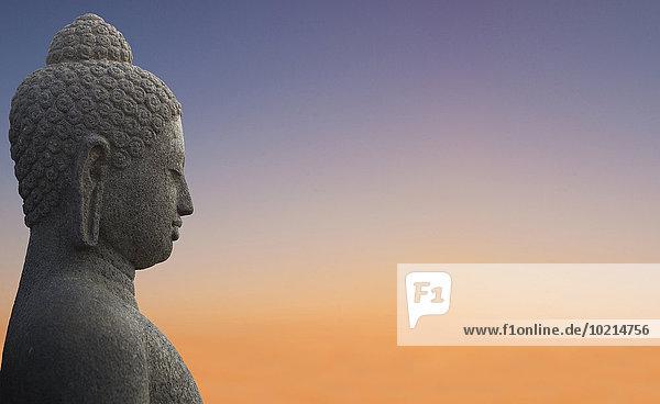 Sonnenuntergang Himmel unterhalb Statue Close-up Buddha