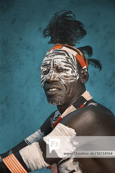 Mann Tradition schwarz Farbe Farben Kleidung bemalen