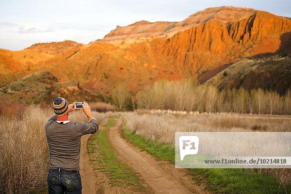 Europäer Mann Vereinigte Staaten von Amerika USA Hügel Wüste fotografieren