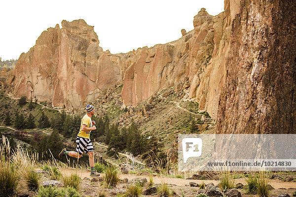nahe Europäer Mann Vereinigte Staaten von Amerika USA Hügel rennen Wüste