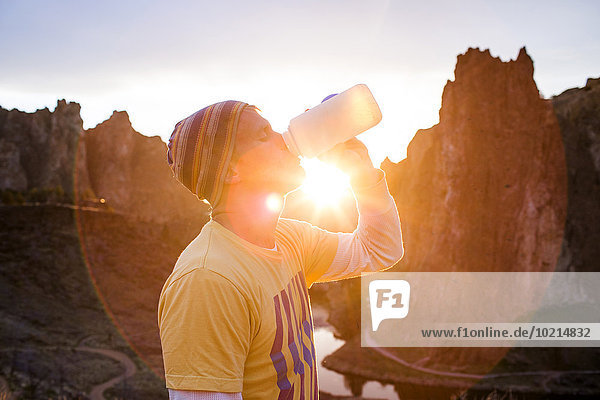 Wasser Europäer Mann Vereinigte Staaten von Amerika USA Landschaft Wüste trinken Flasche