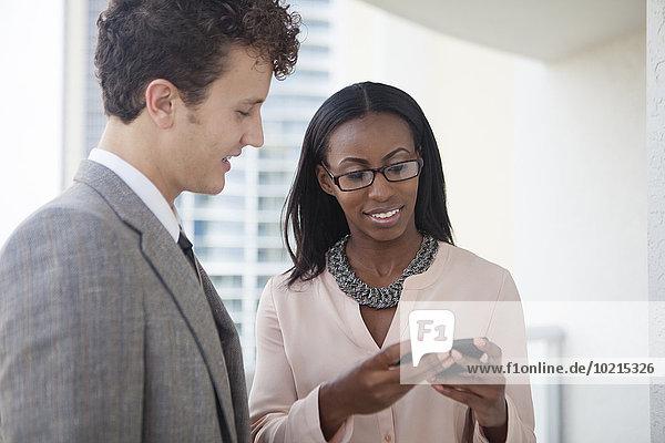 Handy benutzen Mensch Büro Menschen Business
