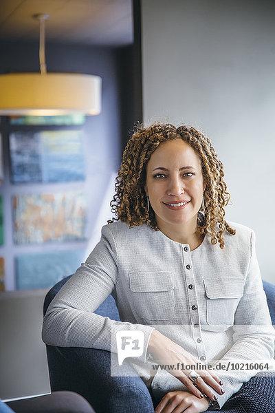 Eingangshalle Geschäftsfrau lächeln mischen Büro Mixed