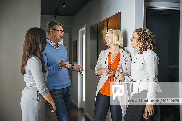 Korridor Korridore Flur Flure sprechen Mensch Büro Menschen Business Korridor,Korridore,Flur,Flure,sprechen,Mensch,Büro,Menschen,Business