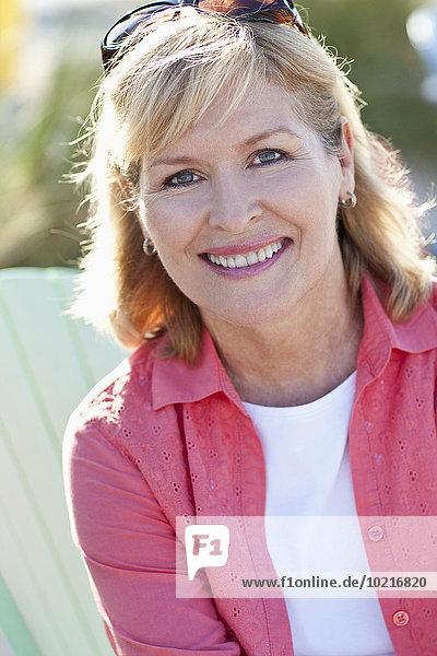Außenaufnahme Europäer Frau lächeln Close-up freie Natur