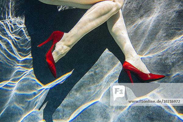Pumps hoch oben Frau Schwimmbad Kleidung