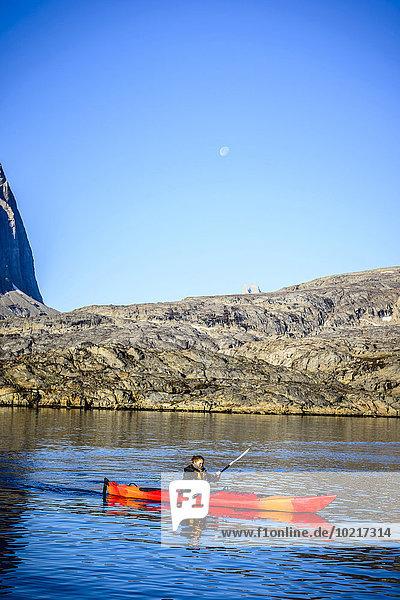 nahe Frau Anordnung Fluss Kanu paddeln