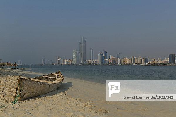 nahe Skyline Skylines Vereinigte Arabische Emirate VAE Strand Großstadt Kanu