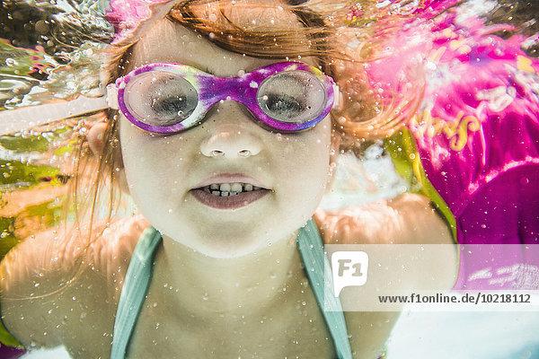Europäer Unterwasseraufnahme unter Wasser Schwimmbad schwimmen Mädchen Europäer,Unterwasseraufnahme,unter Wasser,Schwimmbad,schwimmen,Mädchen