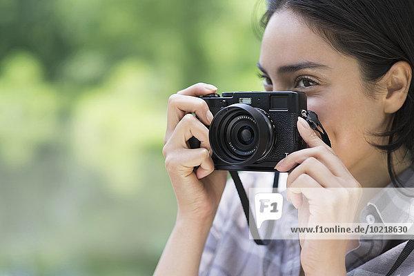 Außenaufnahme Frau Hispanier fotografieren freie Natur