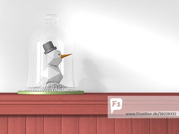Kleiner Spielzeug-Schneemann unter Glocke stehend auf Holzwandverkleidung