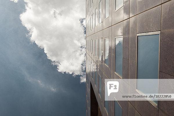 UK  London  Marmorfassade eines Bürogebäudes