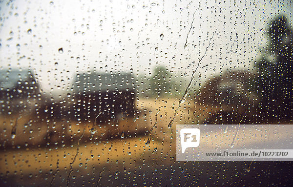 Regentropfen auf das Fenster