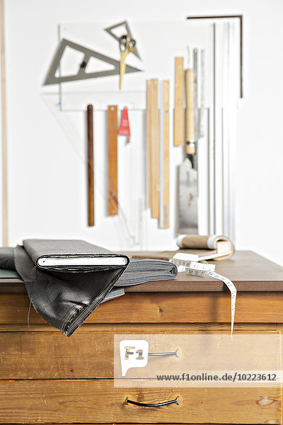 Tuch und Werkzeug in der Herstellerwerkstatt