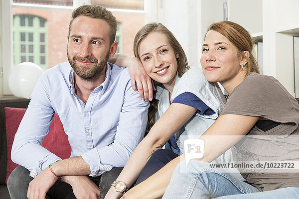 Drei Kollegen im Amt machen Pause