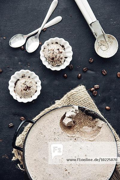 Hausgemachtes Kaffee-Kardamom-Eis