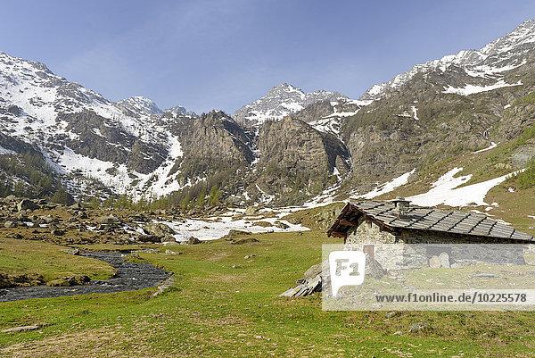 Italien  Piemont  Bobbio Pellice  Steinhaus in den Bergen