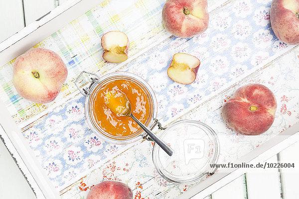 Pfirsiche und Marmelade