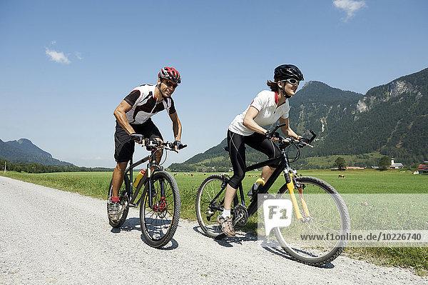 Österreich  Kranzhorn  Paar Mountainbiking