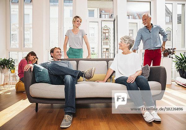 Drei Generationen Familie zu Hause