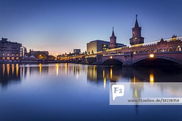 Germany  Berlin  the Oberbaumbruecke in twilight
