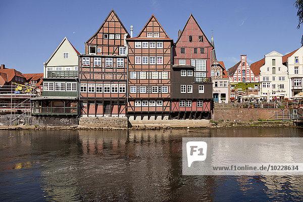 Deutschland  Lüneburg  Fachwerk- und Giebelhäuser am Fluss Ilmenau