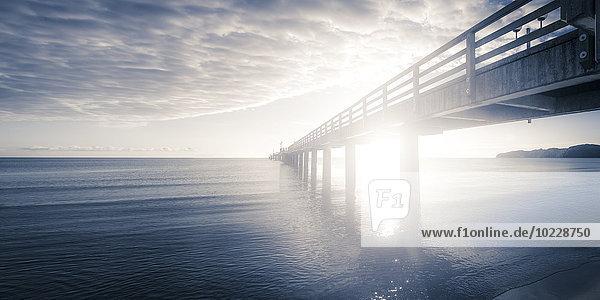 Deutschland  Rügen  Binz  Sonnenuntergang am Pier Deutschland, Rügen, Binz, Sonnenuntergang am Pier
