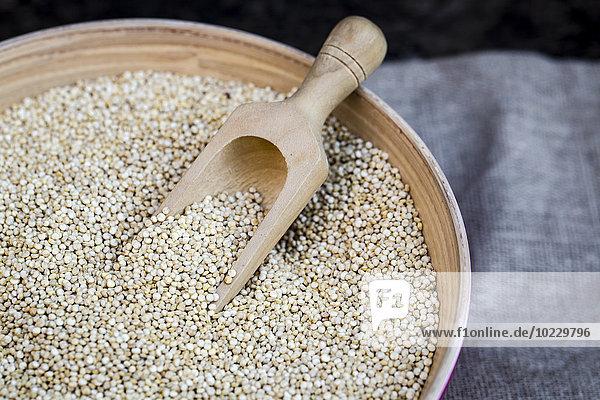 Schale mit Bio-Quinoa
