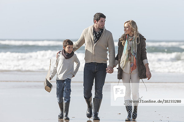 Südafrika  Witsand  Familienwanderung am Strand